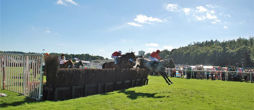 Horse racing at Cartmel 2016