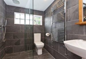 The en-suite wet room at Weavers Cottage