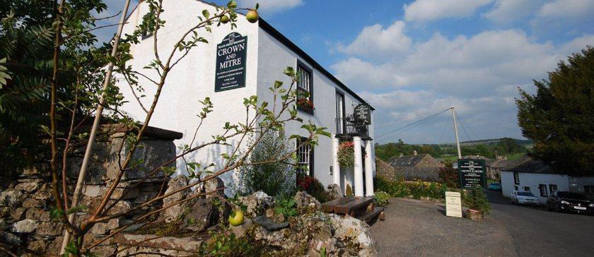 Image of Crown & Mitre pub in Bampton Grange