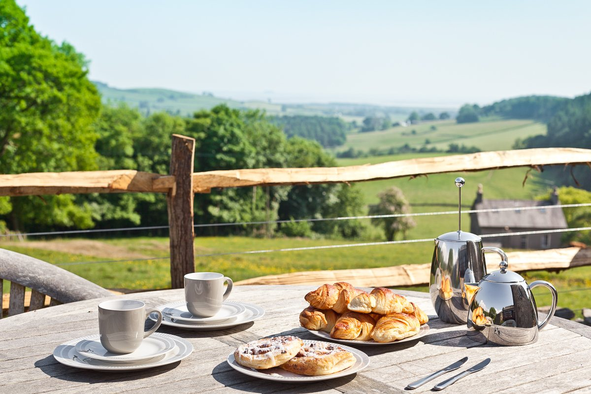 Breakfast alfresco at Cartmel Hill