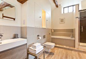 Upstairs En-Suite Bathroom at Cartmel Hill