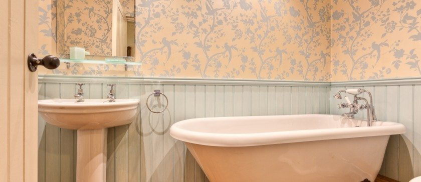 The Free Standing Bath Room
