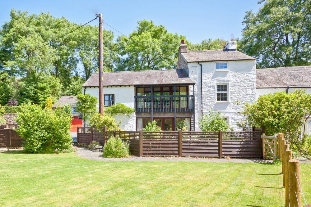 Sawmill Cottage by the River Crake